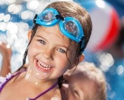 Hea une ujumistunnid väikelastele